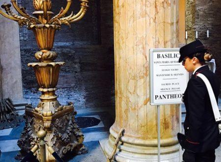Roma, danneggia due candelabri al Pantheon: arrestata una romena