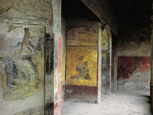 Vergogna agli Scavi di Pompei: turista fa i bisogni nella domus del Menandro