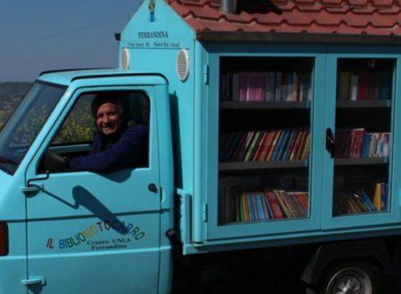 Antonio l'insegnante in pensione che porta i libri nei paesi in cui non si legge più