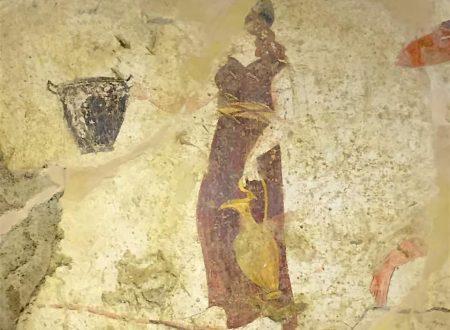 """La """"Tomba della fanciulla offerente"""" (metà del IV sec. a.C.)"""